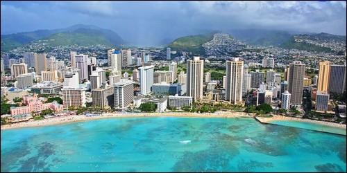 Laquelle de ces trois îles ne fait pas partie de la Polynésie Française ?