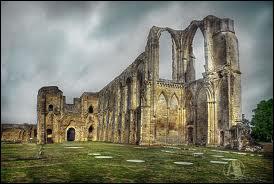 Quelle abbaye du XIème siècle y fut érigée ?