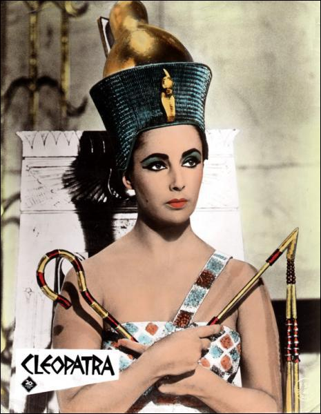Cléopâtre , pour la première fois de l'histoire du cinéma ellle toucha une somme énorme pour ce rôle, combien ?