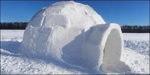 Comment appelle-t-on les huttes de glace des Esquimaux ?