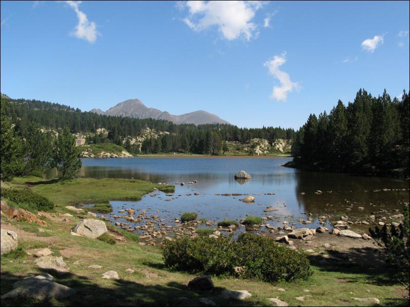Sur quel continent se trouvent les lacs Supérieur et Huron ?