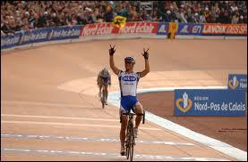 L'arrivée a lieu à Roubaix ... .