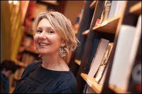 Et la libraire blonde répond :