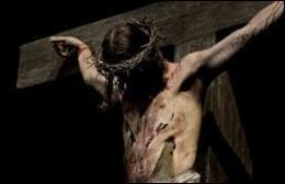 Un soldat romain du nom de Longinus a percé le flanc du Christ sur la Croix avec son arme. De quelle arme s'agissait-il, devenue une sainte relique ?