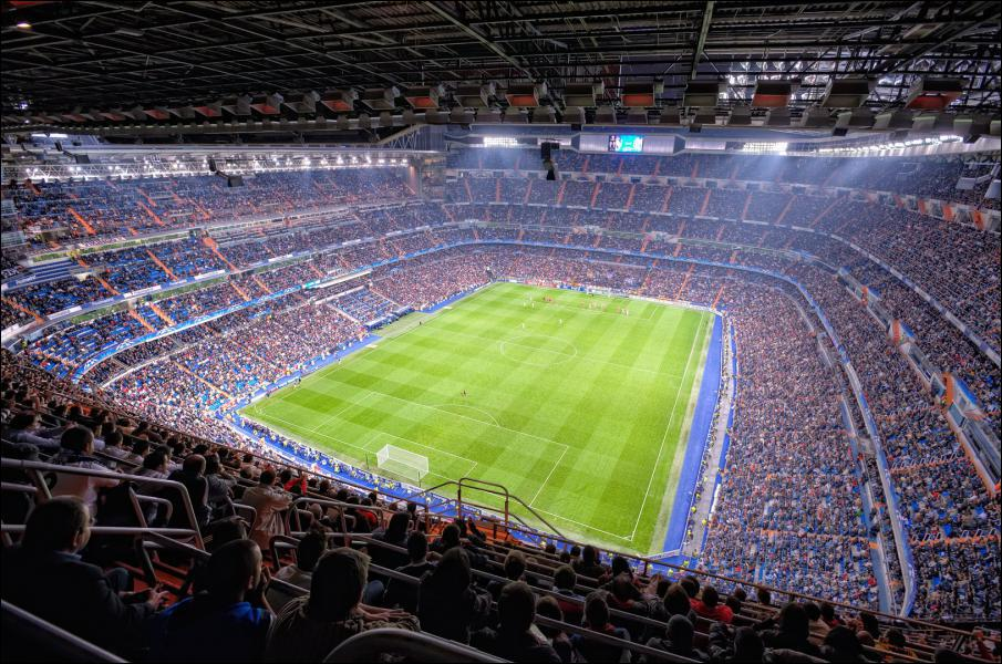 Combien de clubs de football français sont présents en quarts de finale des deux Coupes d'Europe ?