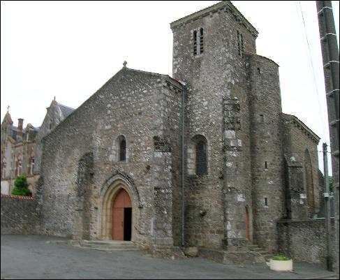 Cette petite ville du département possède une abbaye, où le Président de la République française peut prétendre à une stalle . C'est...