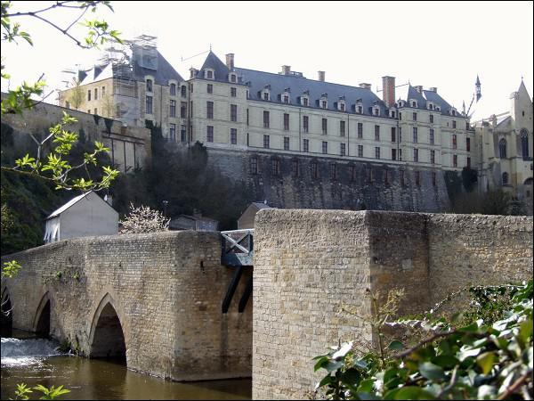 Située sur le Thouet, c'est la ville la plus au nord du département .