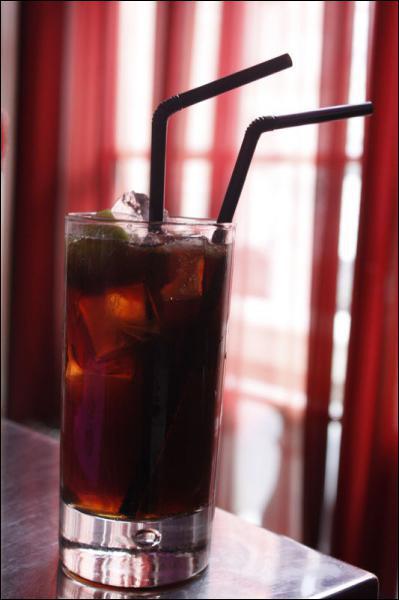 Avant d'aller me coucher, au soir, il vaut mieux boire un grand verre de Coca.