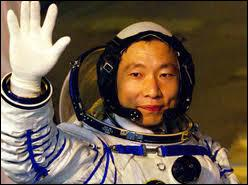 Le premier vol spatial habité chinois a eu lieu à quelle date ?