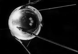 Le 4 octobre 1957 est lancé à Baïkonour le premier satellite. Quel est son nom ?