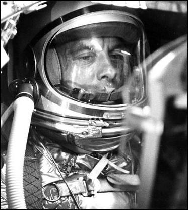Le 5 mai 1961, il est le premier américain dans l'espace. Qui est-il ?