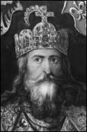 Dans l'histoire de France, quel avait été le seul monarque sacré empereur avant le couronnement de Napoléon 1er ?