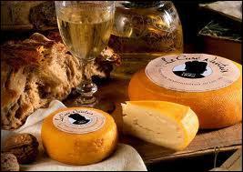 Le 'curé nantais ' est un fromage au lait de vache de Loire-Atlantique dont la recette aurait été transmise par un curé de... .