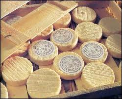 Le rocamadour est un fromage au lait cru entier de... .