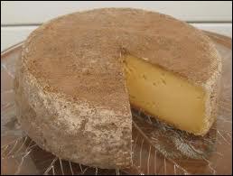 La tomme de Savoie est un fromage à... .