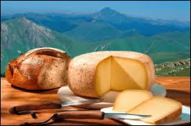 L'ossau-iraty, fromage de brebis du Pays Basque et du Béarn , doit son nom au pic du Midi et à... .