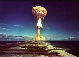Partant du centre, vous faites 5... Case verte (Sciences et Nature) : Que signifie H dans bombe H ?