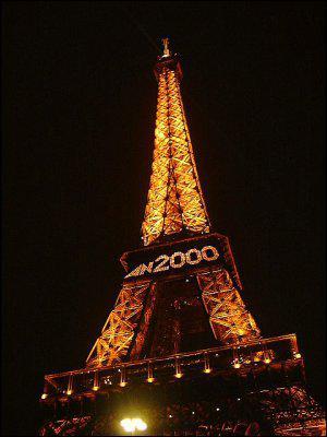 Le 10 juin 2000, quelle star se présente près de la Tour Eiffel ?