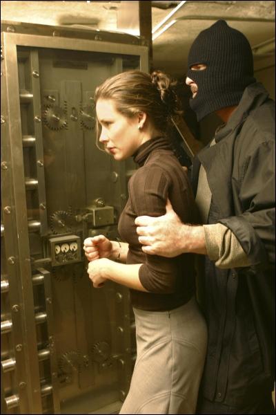 Episode 12, L'objet de tous les désirs : pourquoi Kate va-t-elle à la banque dans les flashbacks ?