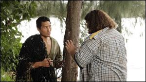 Episode 13, Le coeur a ses raisons : que demande Hurley à Jin lorsqu'il marche sur un oursin ?