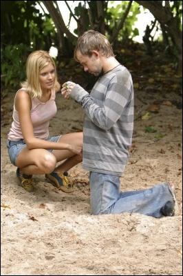 Episode 4, Les pieds sur terre : qu'est-ce que demande Shannon à Charlie ?