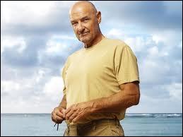 Episode 4, Les pieds sur terre : dans les flashbacks de Locke, qu'apprend-t-on sur lui ?
