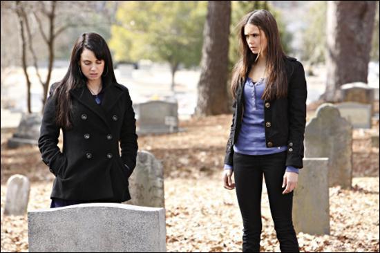 Que dit Isobel à Elena avant de mourir ?