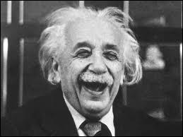 Pour en finir avec Einstein et ce quiz, complétez cette phrase : ''tout corps céleste ''creuse'' l'espace autour de lui et ---------------- '' .
