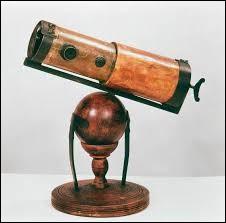 Pour voir toujours plus loin, il a fallu inventer des instruments de plus en plus perfectionnés. Qui a inventé le premier télescope ?