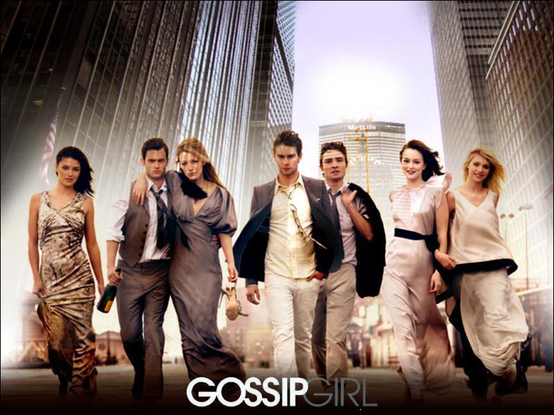 Dans Gossip Girl, Dan se retrouve dans un plan à 3 avec... ?