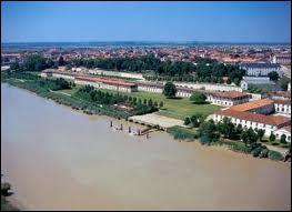 C'est la ville natale de Pierre Loti :