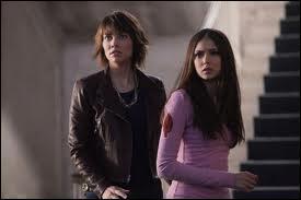 Qu'apprend Elena grâce à Rose ?