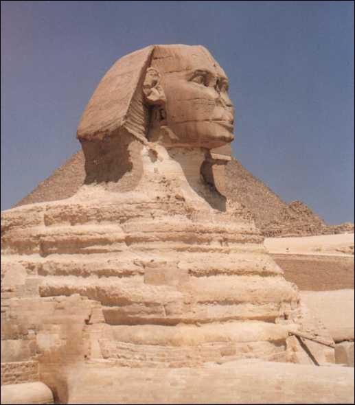 Quelle pyramide N'est PAS gardée par ce fameux sphinx ?