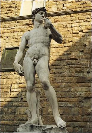 Dans quelle ville se trouve le David sculpté par Michel-Ange ?