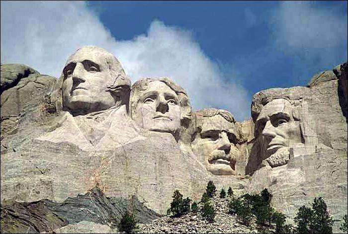 Quels hommes politiques américains sont représentés sur le Mont Rushmore (Dakota du Sud) ?