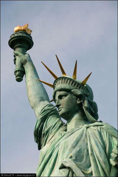 Dans quel quartier de New York se trouve la statue de la Liberté ?
