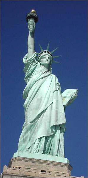 Quelle est la hauteur de la statue de la Liberté ?