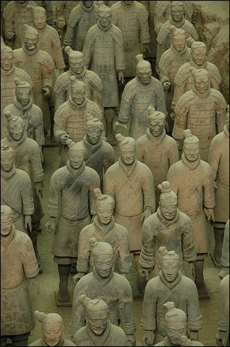 A quoi servait l'armée de terre cuite de l'empereur chinois Qin (IIIème siècle avant JC ? )