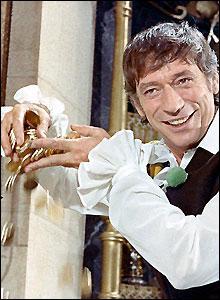 Qui est cet acteur et chanteur qui a joué avec Louis de funès afin de remplacer Bourvil ?