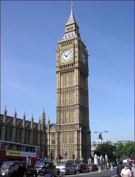 Quel est ce monument londonien attaché au Palais de Westminster qui a été construit après un incendie en 1835 ?