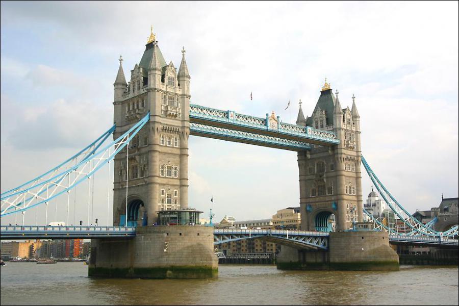 Quel est ce monument londonien qui relie la City et Southwark ?