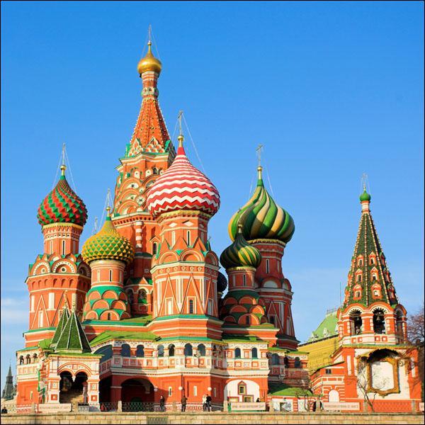 Quel est ce monument moscovite situé sur la place Rouge qui est le symbole de l'architecture russe ?