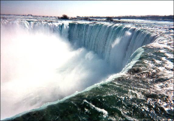Quel est ce monument canadien et américain qui culmine à environ 170 m ?