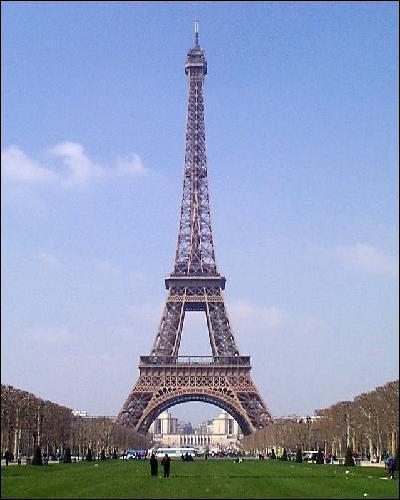 Quel est ce monument parisien, construit pour l'Exposition Universelle de 1889, qui mesure 327 mètres et qui a fêté ses 120 ans d'existence en 2009 ?