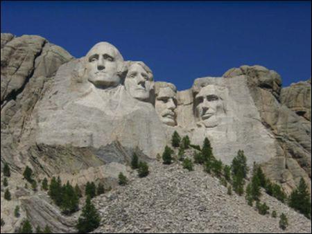 Quel est ce monument américain qui représente George Washington, Thomas Jefferson, Théodore Roosevelt et Abraham Lincoln ?