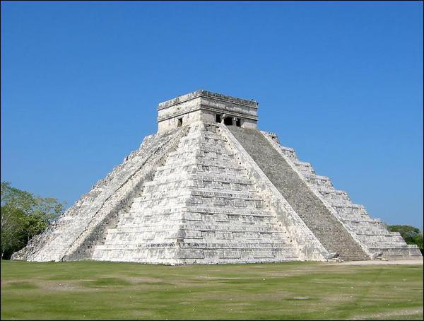 Quel est ce monument maya, Nouvelle Merveille du Monde, qui culmine à 24 m ?