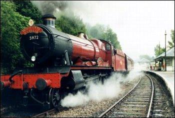 Que mange Harry dans le train pour reprendre des forces après avoir perdu connaissance dans le train ?