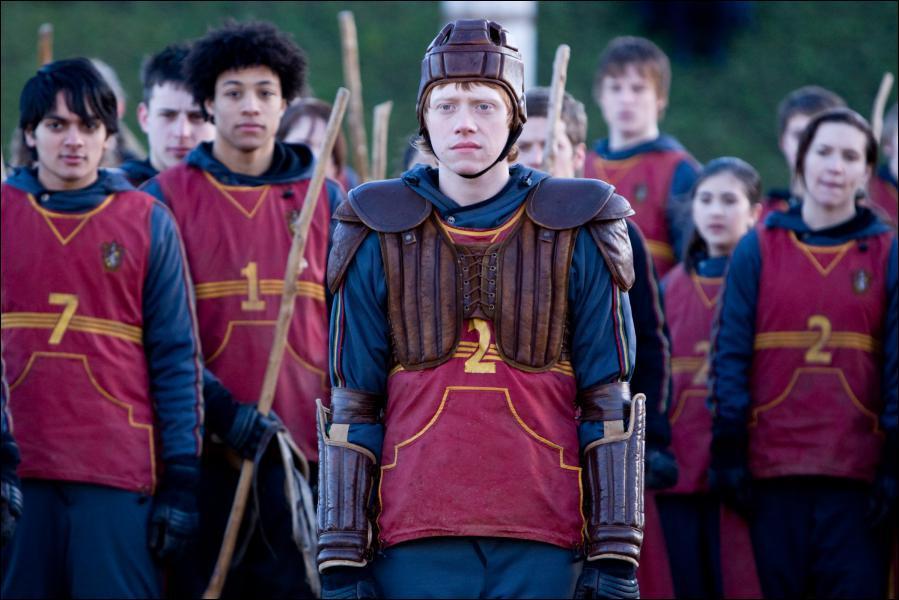 Dans quel tome Ron entre-t-il dans l'équipe de Quidditch ?