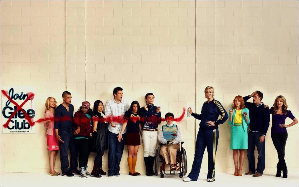 Partie 3, Question Ultime : Quand sort le film Glee au Cinéma en Angleterre et aux Etats-Unis ?