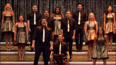 Partie 2, Les Finales Régionales : Quelle chanson interprète les élèves du Glee Club lors de la Finale ?